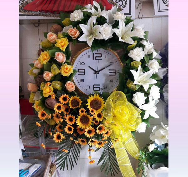 wreath_clock